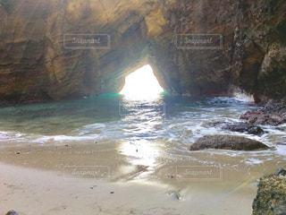 岩のビーチの写真・画像素材[1065606]