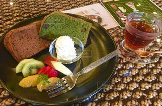 シフォンケーキのプレートの写真・画像素材[1067390]