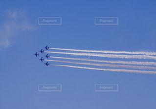 晴天とブルーインパルスの写真・画像素材[1067971]