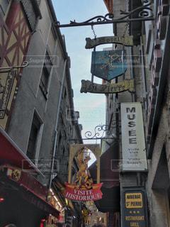 モンサンミッシェル付近のお店の看板の写真・画像素材[1174196]