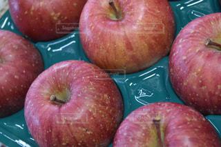 赤いリンゴの写真・画像素材[1065951]