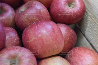 赤いリンゴの写真・画像素材[1065965]