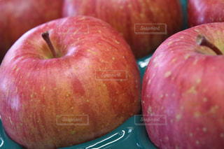 赤いリンゴの写真・画像素材[1066001]
