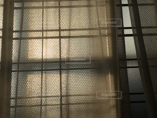 夕日がガラスに映るの写真・画像素材[1066170]