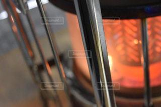 近くにガラスのドアのアップの写真・画像素材[1066561]