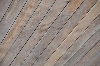 木製ベンチの写真・画像素材[1070328]
