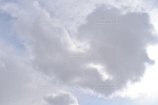 空には雲のグループの写真・画像素材[1070366]