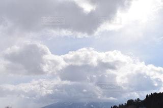 空には雲のグループの写真・画像素材[1070368]