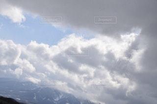 空には雲のグループの写真・画像素材[1070372]
