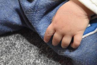 赤ちゃんの手の写真・画像素材[1077889]