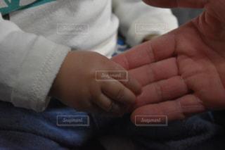 赤ちゃんの手の写真・画像素材[1077901]