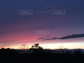夕焼け空に浮かぶ雲の写真・画像素材[1066866]