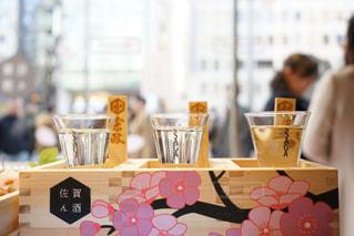 木箱の中の日本酒の写真・画像素材[1069976]