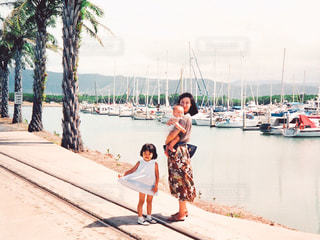 1990年代の海外旅行の家族写真の写真・画像素材[1077101]