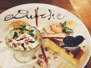タロスのイタリア伝統菓子のデザートプレートの写真・画像素材[1077856]