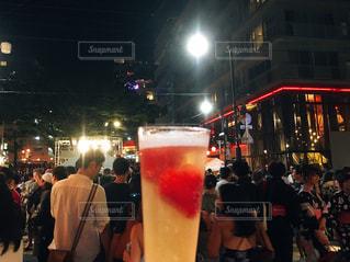 夏祭りと苺シャンパンの写真・画像素材[1081351]