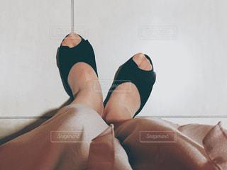 室内履きの女性の足元の写真・画像素材[1085670]