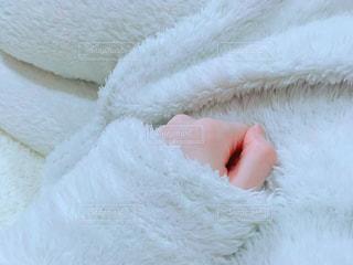 モコモコルームウェアで寝るの写真・画像素材[1088564]