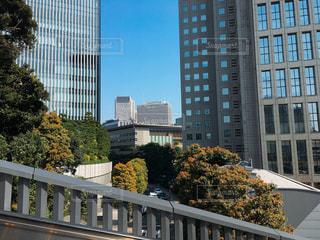 都市の高層ビルの間の首相官邸 - No.1090943
