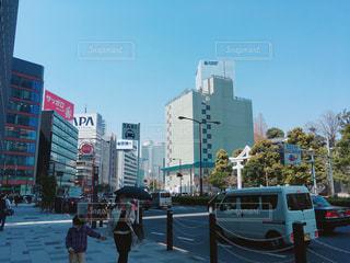 赤坂の通りを歩いている人 - No.1090956