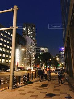 赤坂の大通りの歩道の写真・画像素材[1092325]