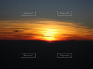 富士山頂から見た日の出の写真・画像素材[1092934]