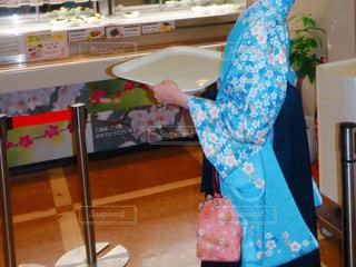 大学を卒業する女性の最後の食堂の写真・画像素材[1096937]