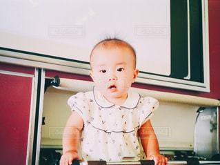 飛行機の中の赤ん坊の写真・画像素材[1099041]