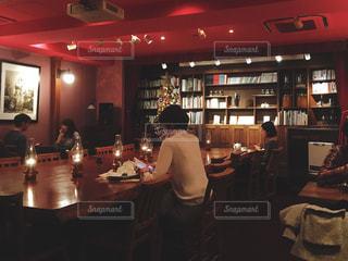 落ち着いた喫茶店の写真・画像素材[1102168]
