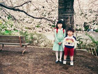 小学校入学の記念撮影の写真・画像素材[1104602]