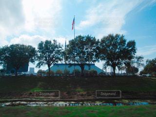 ケネディスペースセンターを車から撮影の写真・画像素材[1123256]