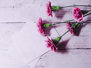 花と手紙の写真・画像素材[1135586]