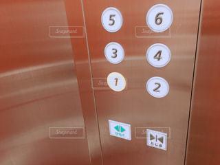 エレベーターのボタンの写真・画像素材[1492657]