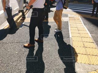 歩道を歩く人々の写真・画像素材[1506555]
