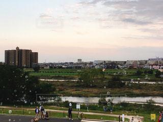 二子玉川の河川敷としゃぼん玉の写真・画像素材[1521459]