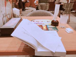 ファミレスで勉強の写真・画像素材[1521534]
