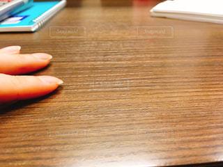 勉強に集中できない様子の写真・画像素材[1615080]