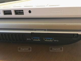 パソコン2台重ねの写真・画像素材[1670463]