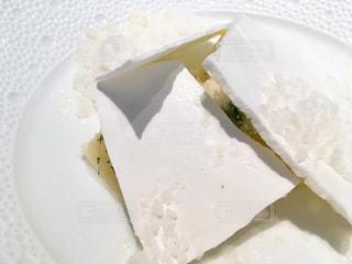 ロムデュタンのデザートーココナッツのブラマンジェと日向夏のディルの写真・画像素材[1810803]