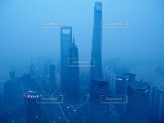 上海明珠塔(上海テレビ塔)の最上階展望室からの景色の写真・画像素材[1813574]