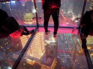上海テレビ塔の透明な展望台の写真・画像素材[1815763]