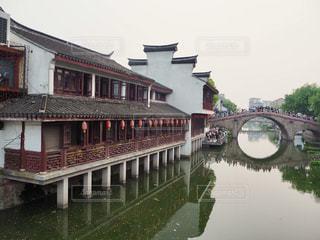 中国上海のプチ水郷「七宝老街」の写真・画像素材[1818700]