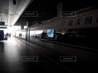 上海虹橋駅に停まる新幹線の写真・画像素材[1819783]