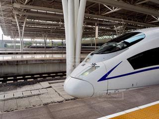 上海虹橋駅に停まる新幹線の写真・画像素材[1819786]