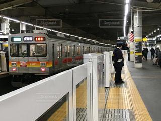 溝の口駅のホームドアと大井町線の写真・画像素材[1838559]