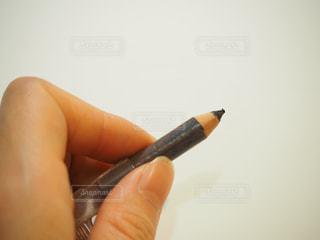 何年も使って短くなった汚いアイブロウペンシルの写真・画像素材[1839257]