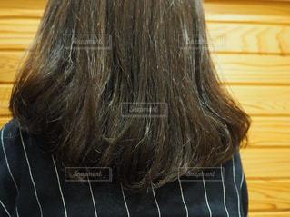 カット、カラー、トリートメント後なのに痛みが取れない髪の毛の写真・画像素材[1843721]