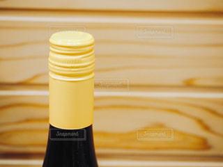 スクリューキャップのワインボトルの写真・画像素材[1860131]