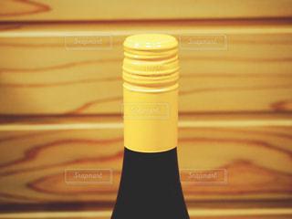 スクリューキャップのワインボトルの写真・画像素材[1860133]