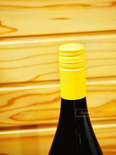 スクリューキャップのワインボトルの写真・画像素材[1860152]